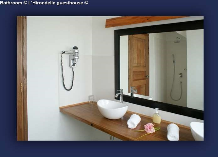 Bathroom L'Hirondelle guesthouse (Praslin)