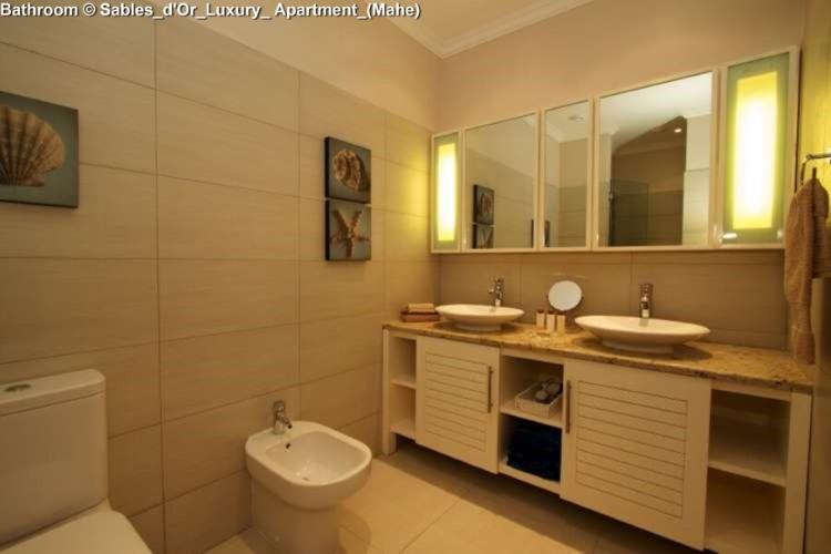 Bathroom © Sables_d'Or_Luxury_ Apartment_(Mahe)