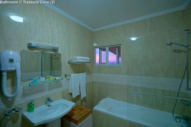 Bathroom Treasure Cove (Mahe)