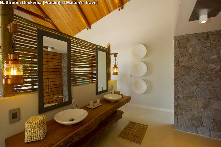 Bathroom of Deckenia (Praslin)