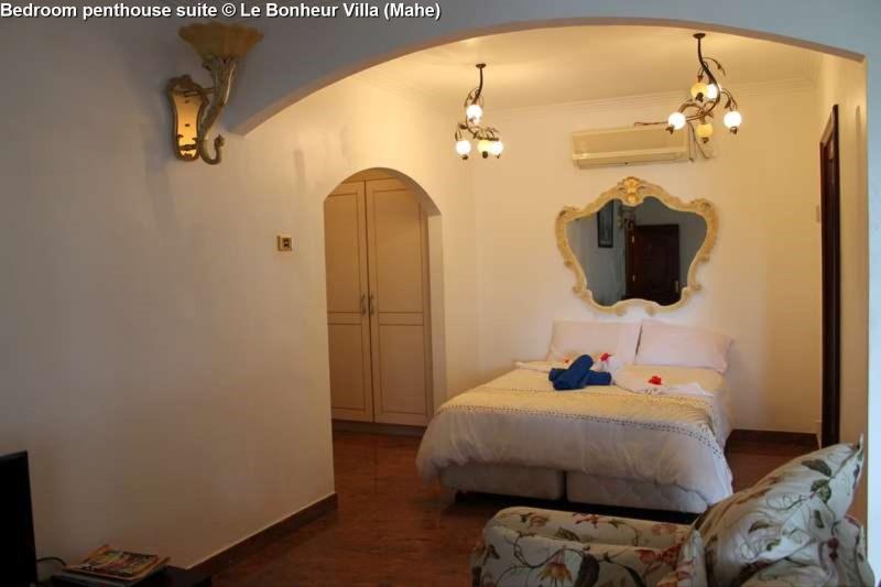 Bedroom penthouse suite © Le Bonheur Villa (Mahe)