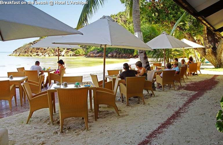 Breakfast on the beach of Hotel L'Archipel (Praslin)