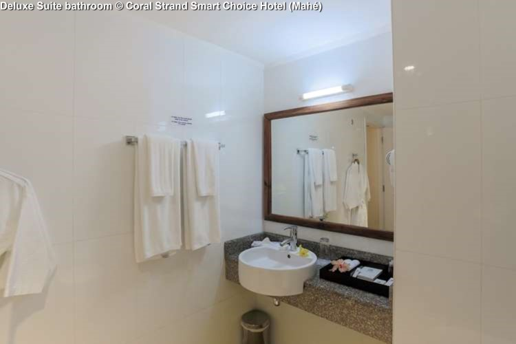 Deluxe Suite bathroom © Coral Strand Smart Choice Hotel (Mahé)