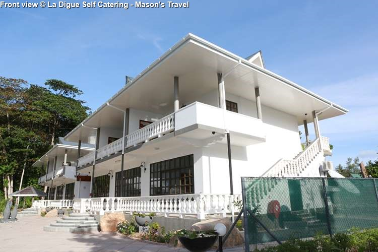 Front view La Digue Self Catering