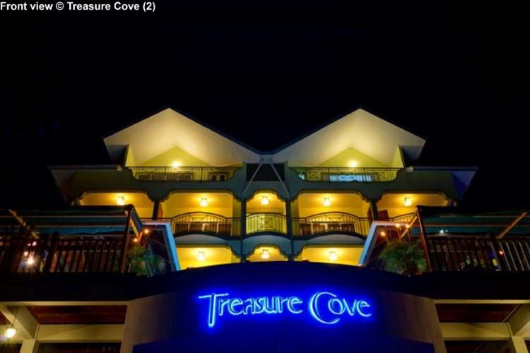 Front view Treasure Cove (Mahe)