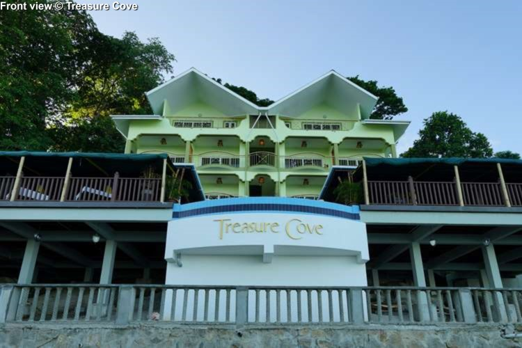 Front view Treasure Cove (Mahe)