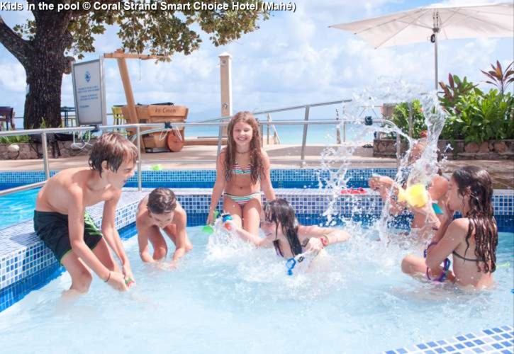 Kids in the pool © Coral Strand Smart Choice Hotel (Mahé)