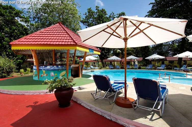 Pool bar Berjaya Praslin Resort