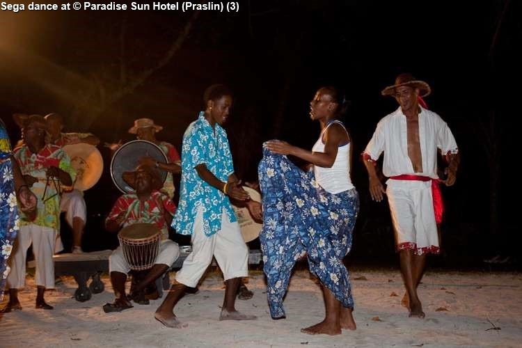 Traditional dance at Paradise Sun Hotel (Praslin)