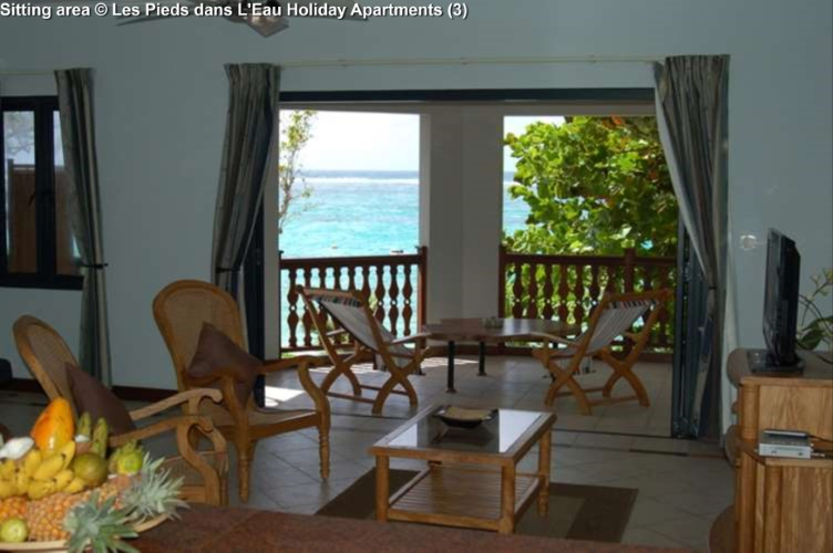 Sitting area © Les Pieds dans L'Eau Holiday Apartments (Mahe)