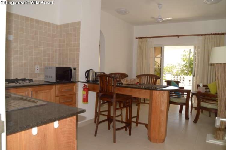 Sitting/dining area Villa Koket (Mahe)