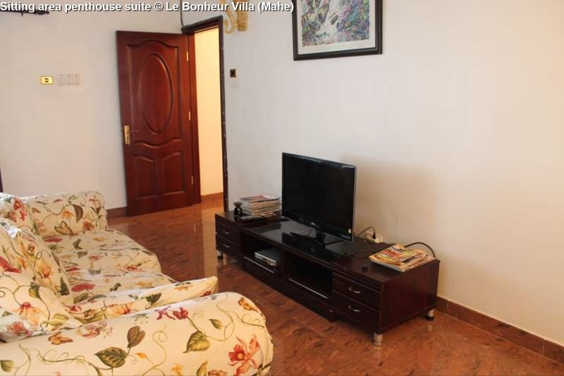 Sitting area penthouse suite © Le Bonheur Villa (Mahe)