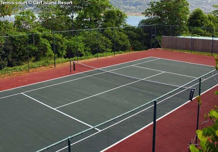 Tennis court Cerf Island Resort