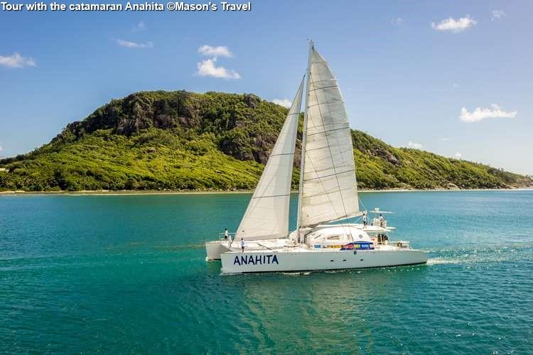 Tour with the catamaran Anahita