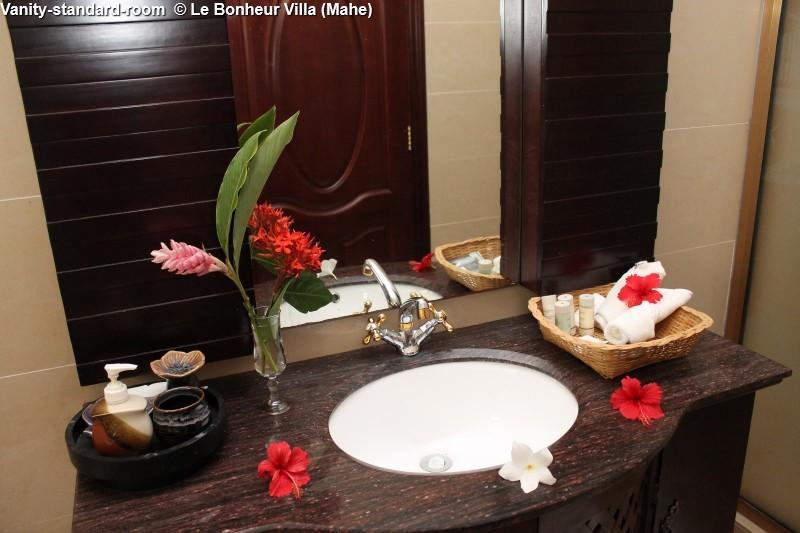 Vanity-standard-room © Le Bonheur Villa (Mahe)