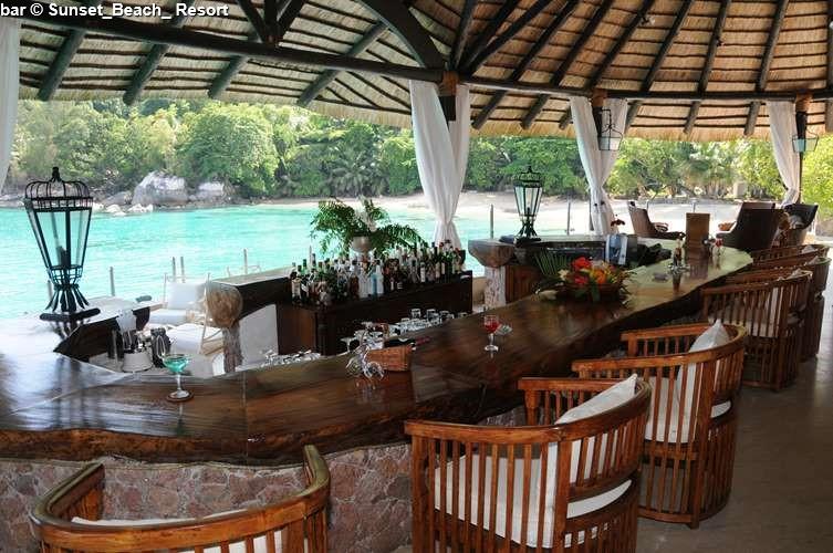 Bar Sunset_Beach_ Resort