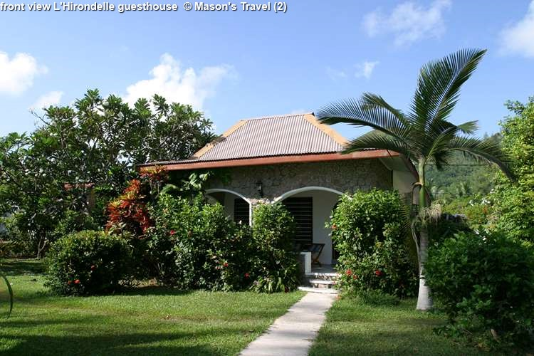 front view L'Hirondelle guesthouse (Praslin)